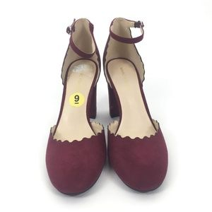 Marc Fisher Shoes - Marc Fisher Size 9M scallop Trim Pumps